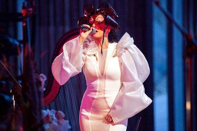 bjork-performs-onstage-at-dalhalla-05.jpg